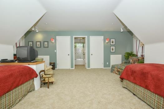 029_Bedroom Suite