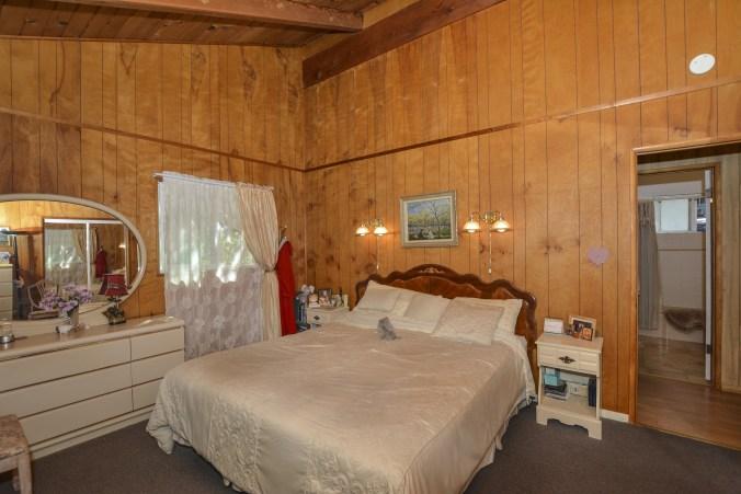 021_bedroom2