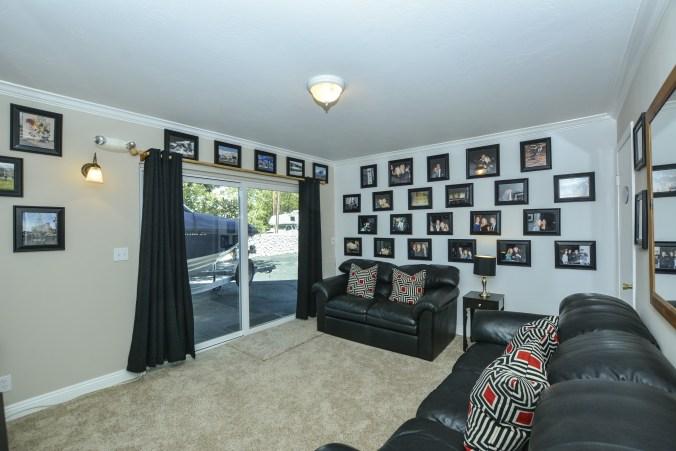 031_family-room